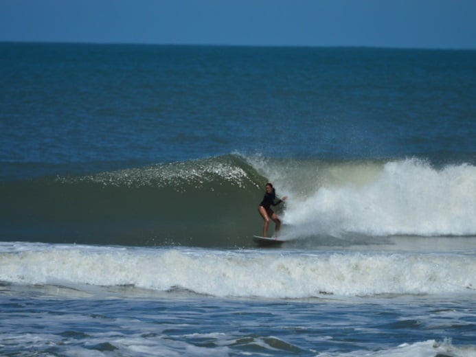 Surf e turismo por Viviane Costta (surfista e aluna YA)
